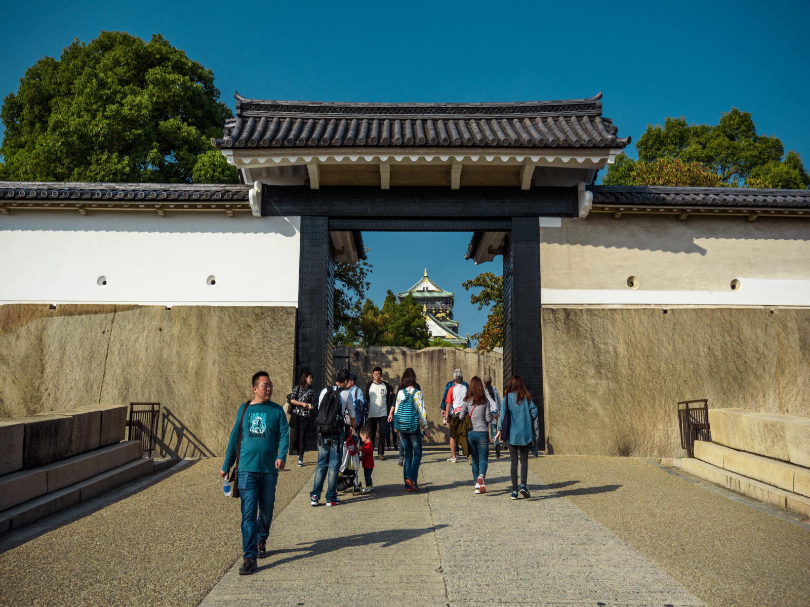 how to get to osaka castle